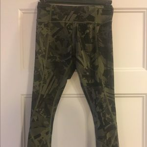 Camouflage tight stuff tight 7/8 length